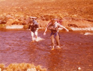 1976 RIVER CROSSING n - s