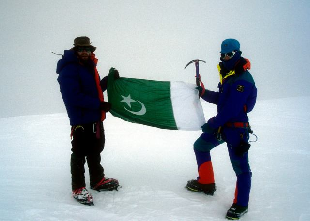 summit of Diran in the white out - Photo Dan Carrol