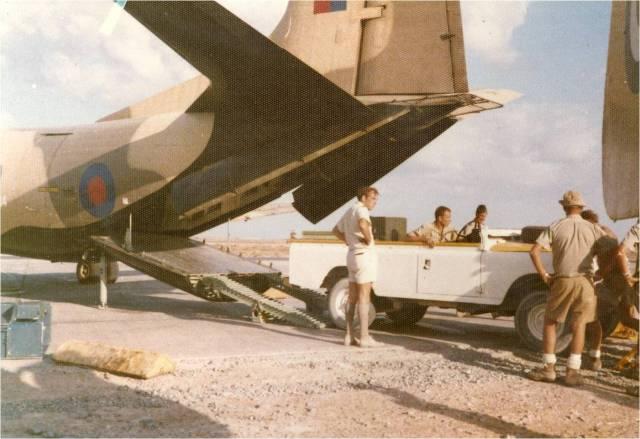 1973-masirah-aircraft-wagons